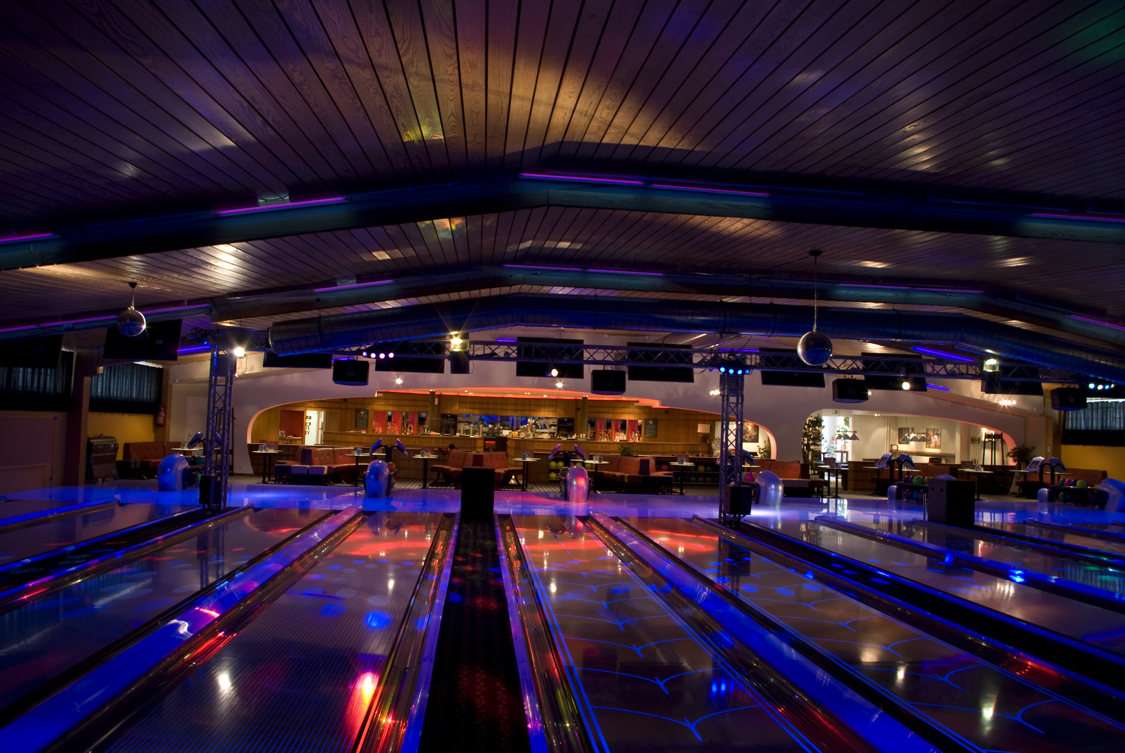 Cosmicbowling-1